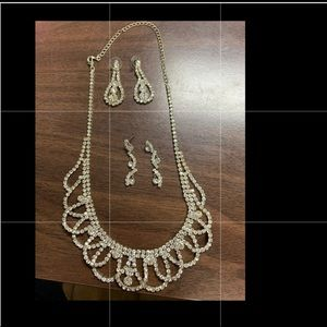 Jewelry - Silver sparkly dress up necklace and earrings